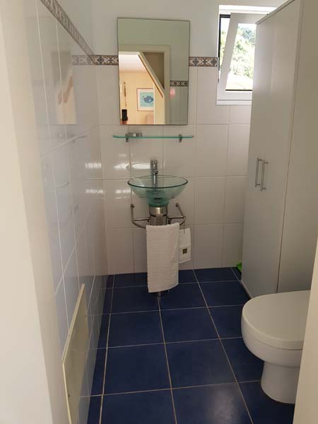 The Madeira holiday home has a separate guest toilet on the ground floor