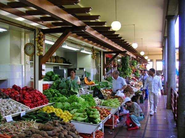 wide choice of fresh produce at the farmers'market